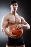 Mięśniowa koszykówka w sporta pojęciu fotografia royalty free
