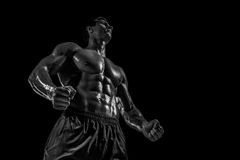 Mięśniowej i dysponowanej młodej bodybuilder sprawności fizycznej samiec wzorcowy pozuje ove Obrazy Stock
