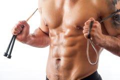 Mięśniowej sprawności fizycznej wzorcowy pozować z skokową arkaną Zdjęcie Royalty Free