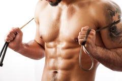 Mięśniowej sprawności fizycznej wzorcowy pozować z skokową arkaną Zdjęcie Stock