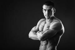 Mięśniowy mężczyzna bodybuilder Zdjęcia Royalty Free