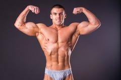 Mięśniowy mężczyzna bodybuilder Fotografia Royalty Free
