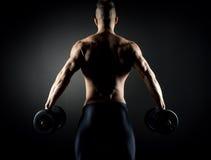 Mięśniowy mężczyzna weightlifting obraz stock