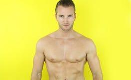 mięśniowy przystojny mężczyzna Fotografia Royalty Free