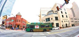 Mięczak tramwaj W W centrum Fort Worth, Teksas Fotografia Royalty Free