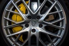 Międlenie system pełnych rozmiarów luksusowy samochodowy Porsche Panamera Turbo, 2016 Fotografia Stock