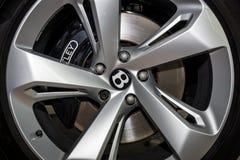 Międlenie system wielki luksusowy skrzyżowanie SUV Bentley Bentayga, 2016 Zdjęcia Stock