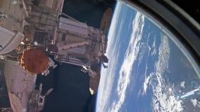 Międzynarodowa Stacja Kosmiczna - Około Styczeń 2019: SpaceX smoka statek kosmiczny undocking od Międzynarodowej przestrzeni ilustracja wektor