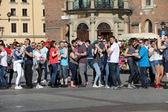 Międzynarodowy Flashmob dzień Rueda De Kasyno, 57 krajów, 160 miast Kilkaset persons tanczą Latynoskich rytmy na Mai Zdjęcie Stock