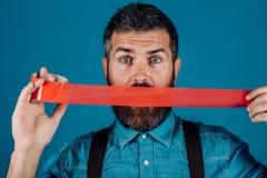 Międzynarodowy Ludzkiej prawicy dzień mężczyzny opakunkowy usta adhezyjną taśmą cenzura Brutalna brodata samiec Pojęcie wolność zdjęcie stock