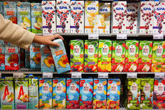 Miękcy napoje w supermarkecie obraz royalty free