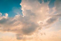 Miękka część chmurnieje z światłem słonecznym Zdjęcia Stock