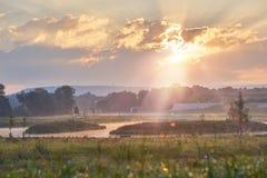 Miękka część i rocznik redagujemy park przy wschodem słońca z lensflare Żywi kolory z dramatycznymi chmurami Bayreuth, Niemcy Zdjęcia Stock