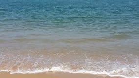 Miękka część macha z biel pianą na plaży obraz royalty free