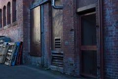 Miękka część uciszający kolory w ceglanym alleyway obrazy stock