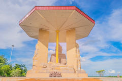 Miękka ostrość Siedzi Buddha, Sypialnego Buddha, Trwanie Buddha, sanktuarium, z promieniem, światła i obiektywu racy skutek tonuj Zdjęcia Stock