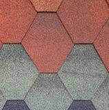 Miękki dekarstwo dla dachu, heksagonalny Tło kolor - czerwień, błękit, szarozielony Tekstura dekarstwo fotografia royalty free