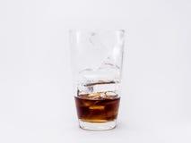 miękki napój jest chłodno z pełnymi kostkami lodu w szkle Obrazy Royalty Free