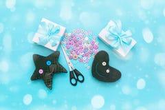 Miękkie handmade zabawki Materiały dla artystycznych guzików, nożyce, zabawki gwiazda Obrazy Royalty Free