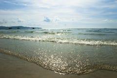 Miękkiej części fala przy Sai Kaew plażą Obrazy Royalty Free