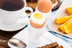 Miękkiej części gotowany jajko dla śniadania Obrazy Royalty Free