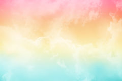 Miękkiej części niebo z pastelowym gradientowym kolorem i chmura Zdjęcie Stock