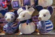Miękkiej części zabawka mysz w błękitnej nakrętce i szaliku zdjęcia stock