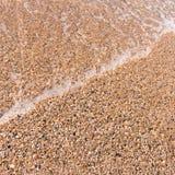 Miękkiej wody przesłona na brzeg piasku obraz stock