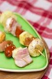 Mięsa i warzyw kebabs przygotowywający dla grilla Zdjęcia Stock