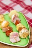 Mięsa i warzyw kebabs przygotowywający dla grilla Zdjęcie Stock