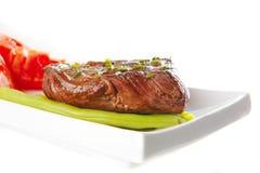 mięsa pieczeń słuzyć pomidor Zdjęcie Royalty Free