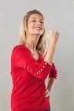Mięsień i władzy pojęcie dla wstrząśniętej blondynów 20s kobiety Fotografia Royalty Free