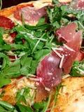 Mięsna pizza z sałata posiłkiem Zdjęcie Royalty Free
