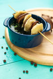 Mięsne kluchy - rosyjski gotowany pelmeni w talerzu Zdjęcie Stock