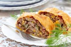 Mięsny kulebiak z haricot i słodką kukurudzą zdjęcia royalty free