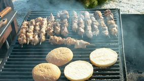 Mięso smażący na grillu zdjęcie wideo