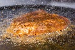 Mięso smażący w udziale olej Fotografia Stock