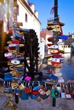Miłość kędziorka most Praga obraz stock