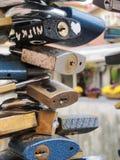 Miłość kędziorki na moscie w Praga Obraz Royalty Free