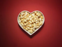 Miłość kierowy kinowy popkorn - Akcyjny wizerunek fotografia stock