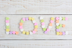 Miłość Literująca z cukierków sercami Obraz Stock