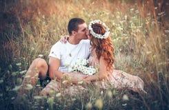 Miłość między młodą parą Fotografia Royalty Free