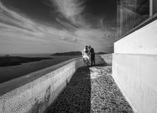Miłość na brzeg Santorini Grecja czarny white zdjęcie stock