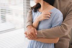 miłość pary jego przytulenia mężczyzna żona obraz royalty free