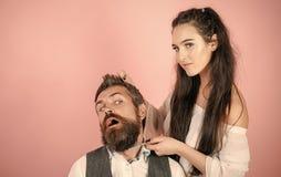 miłość pary Klient podczas brody i wąsa przygotowywać zdjęcia stock