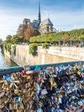 Miłość szafki przy Pon De Sztuka mostem Obrazy Stock