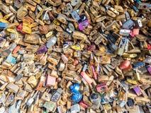 Miłość szafki przy Pon De Sztuka mostem Zdjęcie Royalty Free