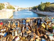 Miłość szafki przy Pon De Sztuka mostem Zdjęcie Stock