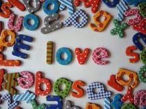 Miłość sztandar z kolorowymi listami obrazy royalty free
