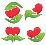 Miłość w mój zieleni rękach, symbole istoty ludzkie wręcza Fotografia Stock